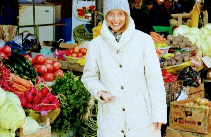 Brigitte Renz auf dem Markt in Telavi