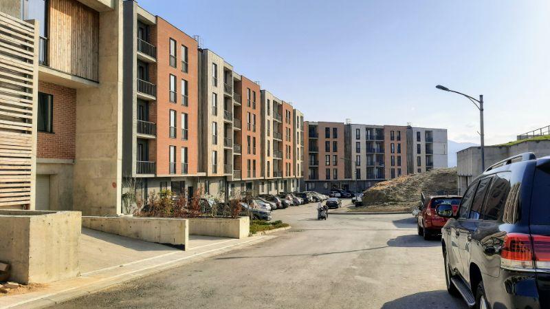 Auch Wohnblocks gehören zum Projekt, wie alles hier, stilvoll