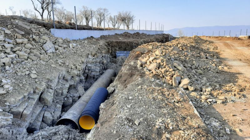 Die Infrastruktur für ein grosses Bauprojekt oberhalb Tiflis wird bereit gemacht