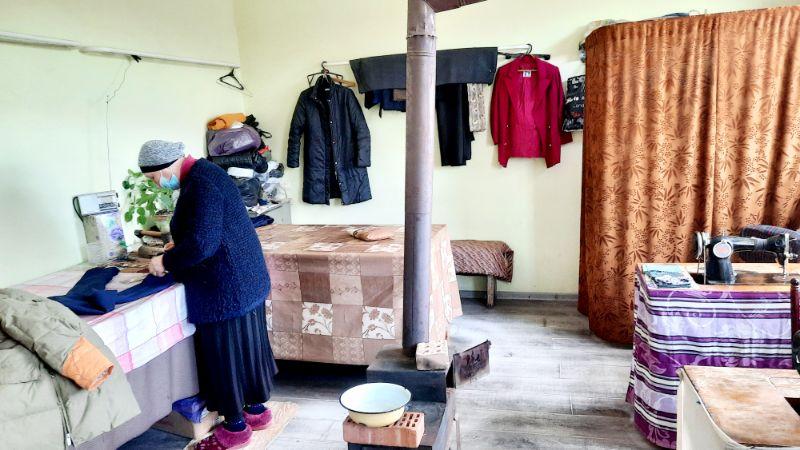Schneiderin in ihrem Atelier, 50 km von der georgischen Hauptstadt Tiflis